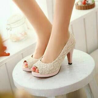 Kurang Percaya Diri Mengenakan High Heels Shoes? Coba Tips Ini!