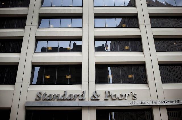 Η Standard & Poor's υποβάθμισε το αξιόχρεο της Ε.E.σε AA από AA+