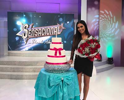 Daniela Albuquerque comemora seu aniversário no palco do Sensacional deste domingo (23) - Crédito/Foto: Divulgação/RedeTV!