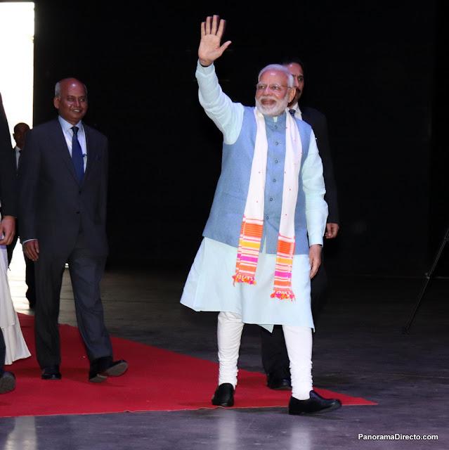 """""""Yoga por la Paz"""" Miles de personas asistieron al evento con el Primer Ministro de India"""