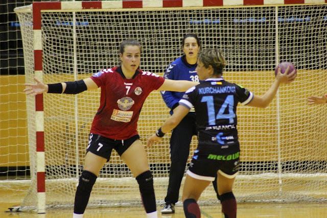 Balonmano | La pivote Ainhoa Hernández rechaza ofertas del extranjero y seguirá en el Zuazo