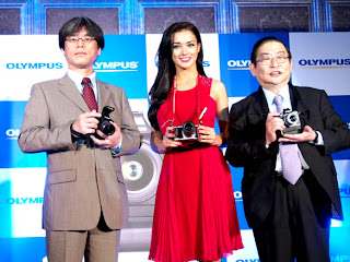 Actress Amy Jackson to Support OLYMPUS OM-D Camera