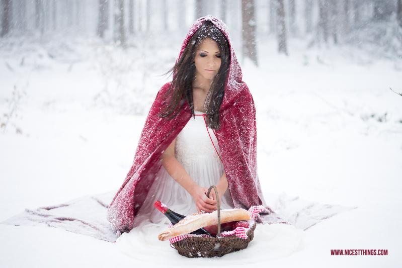 Rotkäppchen Fotoshooting im Schnee