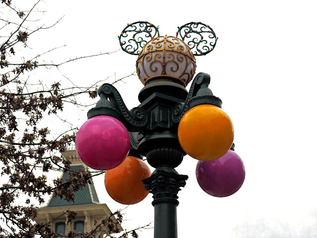 disneyland paris lamp post