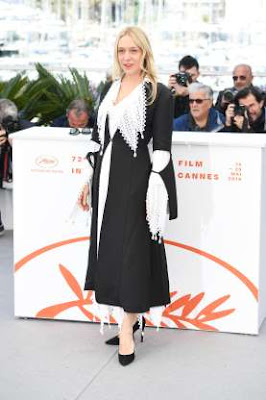 http://www.msn.com/en-us/lifestyle/lifestyle-buzz/the-cannes-red-carpet-is-off-to-quite-the-stylish-start/ss-AABmlWv?ocid=ientp#image=33