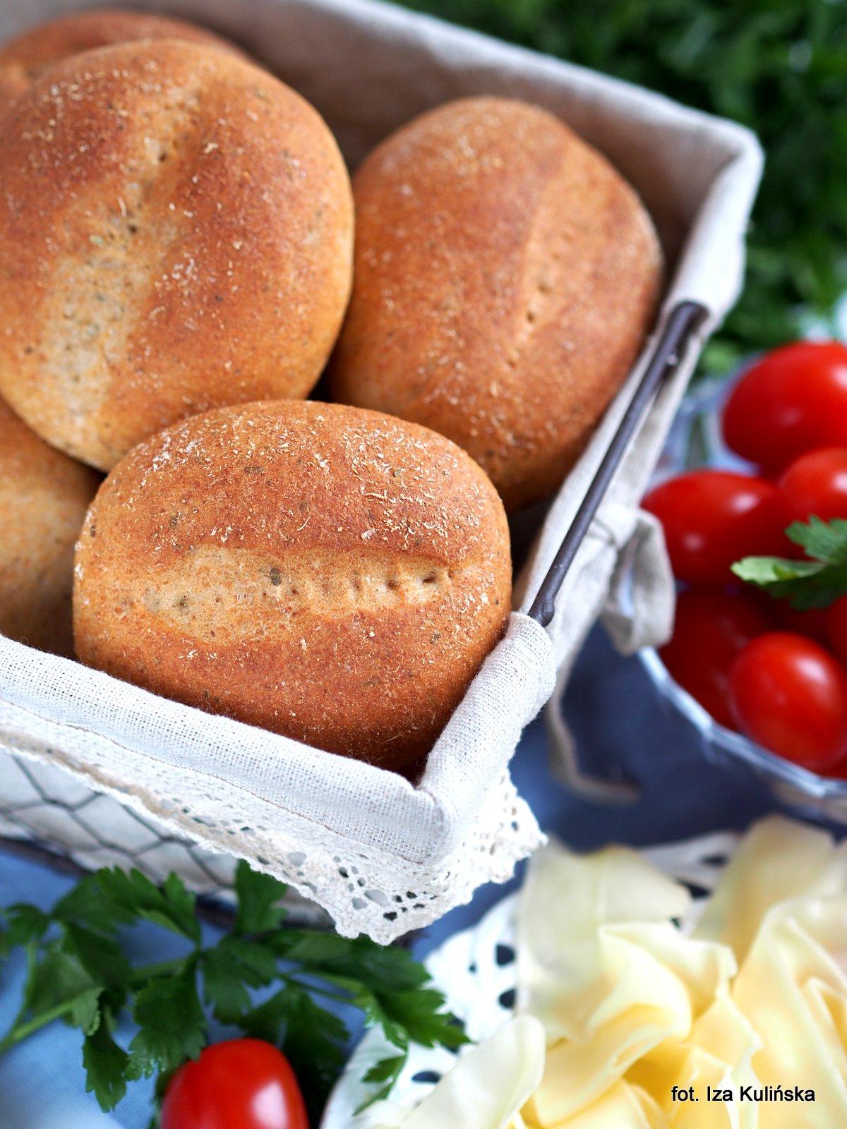 Domowe pieczywo - Bułki pszenno-orkiszowe z serem i ziołami - Wypiekanie na śniadanie