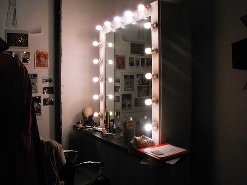 lush interiors hollywood schminktisch. Black Bedroom Furniture Sets. Home Design Ideas