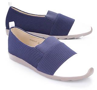 Model sepatu flat wanita untuk mengikuti kegiatan kuliah