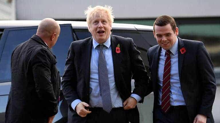 استقالة-وزير-في-الحكومة-البريطانية-على-خلفية-خرق-مستشار-جونسون-للعزل
