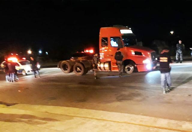 Noite de Fúria! Caminhoneiro de 27 anos é perseguido por mais de 100 km pela PM em Rondônia mesmo com pneus baleados não para!