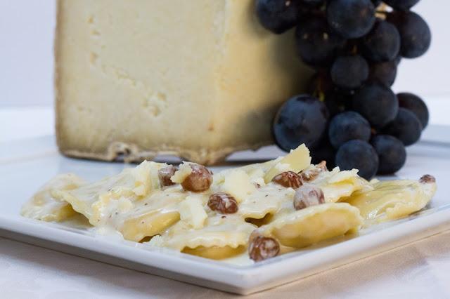 Ravioli di Castelmagno DOP con uva Arneis passita