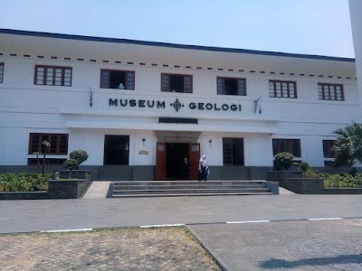 liburan keluarga ke museum geologi bandung