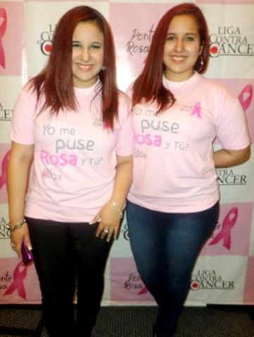 Foto de las gemelas Andrea e Irene Ramos con polo rosado