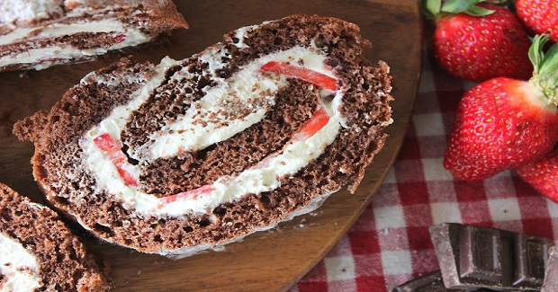 Chocolate And Strawberry Swiss Roll Recipe