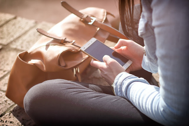 couple appeler téléphone conjoint attention partage