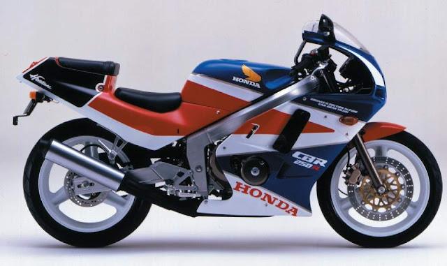 Honda%2BCBR250%2B88 - Enquanto isso... no outro lado do planeta (parte 1 - as 250cc)