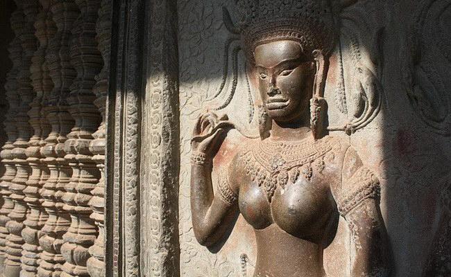 Xvlor.com Angkor Wat built by King Suryawarman II as the most Khmer Empire work