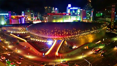 Iconic Dongdaemun Design Plaza (DDP) at night | www.meheartseoul.blogspot.com