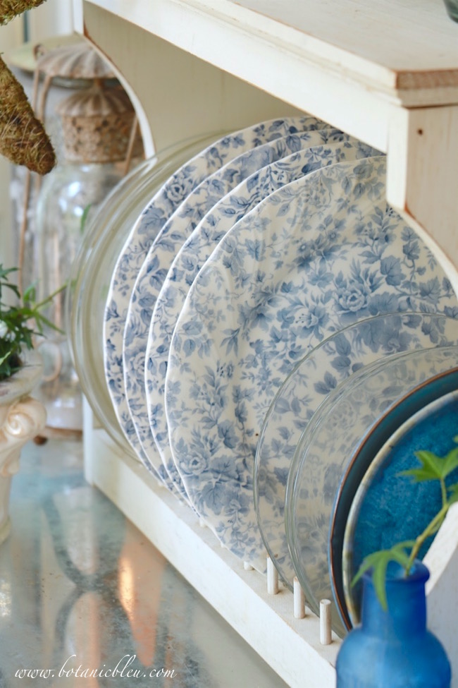 blue-floral-dishes-white-plate-rack
