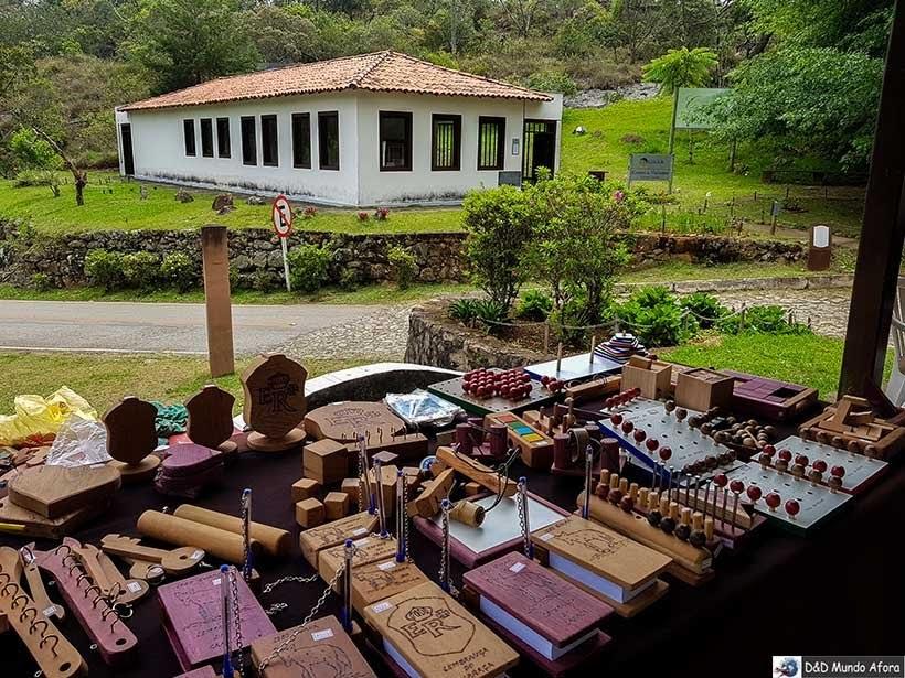 Artesanatos vendidos no Santuário do Caraça