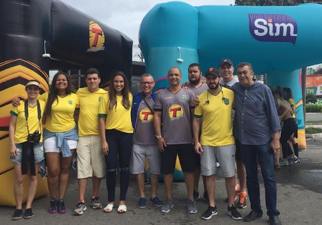 Equipe da Transamérica Hits, de Guarapari (ES): emissora atenderá região com 125 mil habitantes (Foto: Divulgação / Grupo Sim de Comunicação)