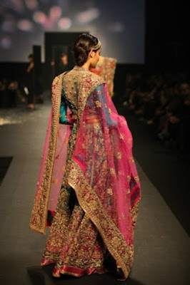 spectacular-indian-bridal-lehenga-designs-by-ritu-kumar-3