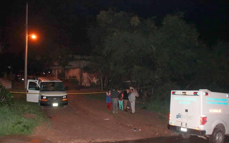 Comando acribilla a cuatro hombres y una mujer en una vivienda en Guanajuato