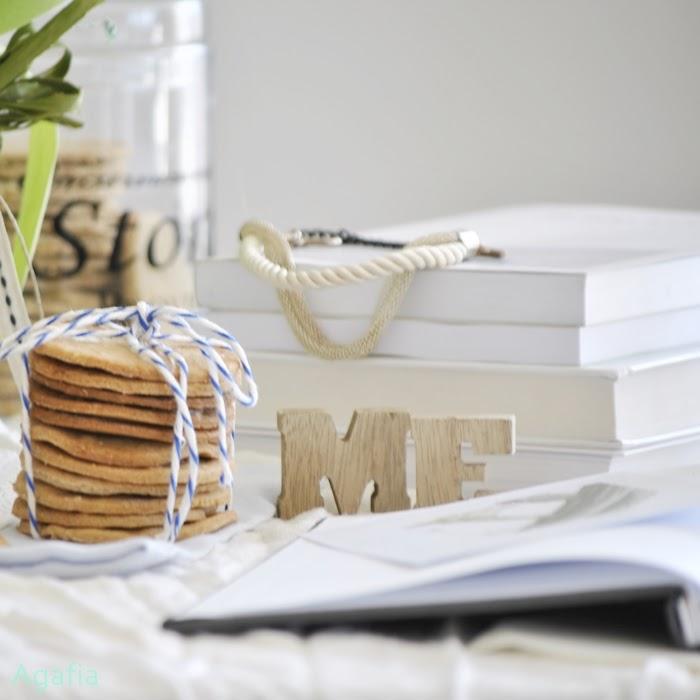 Dla siebie, dla kobiet - pomysły na prezenty i przepis na obłędne, wegańskie, kruche ciasteczka.