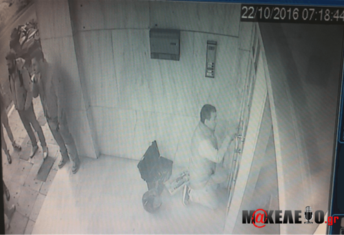 ΕΚΤΑΚΤΟ: Μπούκαραν στα γραφεία της εφημερίδας «ΜΑΚΕΛΕΙΟ» και του site makeleio.gr παρουσία εισαγγελέα απο την ασφάλεια για να συλλάβουν τον Στέφανο Χίο (ΦΩΤΟ & ΒΙΝΤΕΟ)