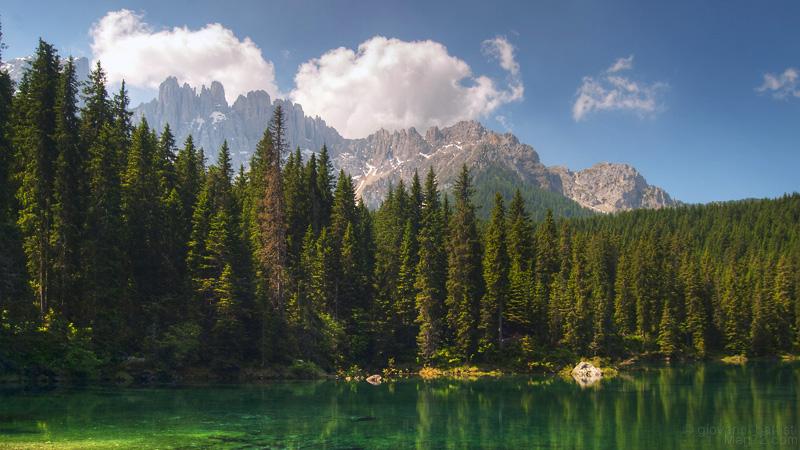 Fotografia di lago di montagna