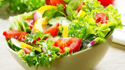 Thực đơn giảm cân từ thiên nhiên với salad cà chua