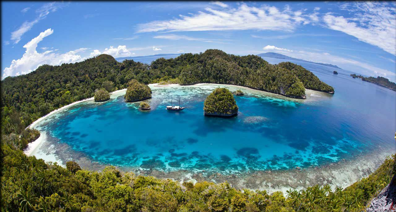 9 tempat wisata di papua barat yang terkenal dan wajib dikunjungi