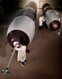 4. UGM133 bom nuklir 'Trident II ' (SLBM) milik Amerika dan Inggris