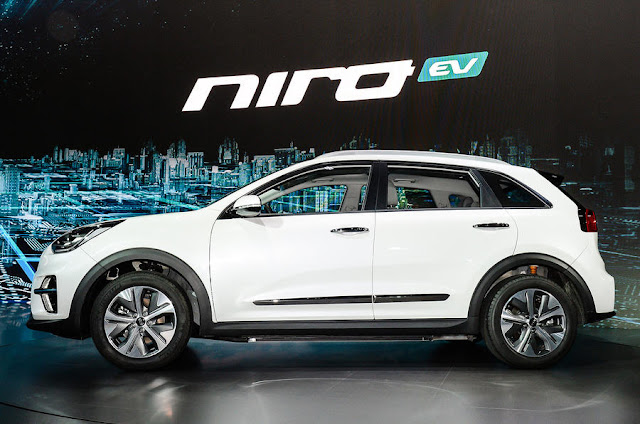 2018 Introduce Kia Niro EV crossover at Paris motorshow side view