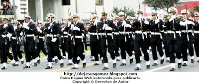 Foto del desfile de cadetes de la Escuela Nacional de Marina Mercante ENAMM en Desfile 2012 por Jesus Gómez
