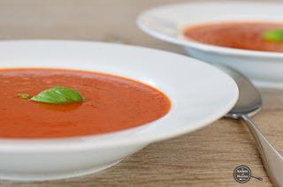 Soep van geroosterde paprika en tomaat
