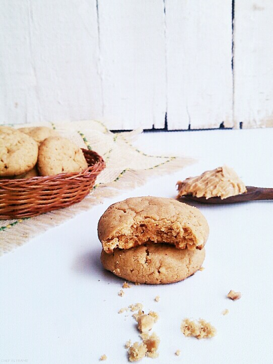 4 ingredients Flourless Peanut Butter Cookies