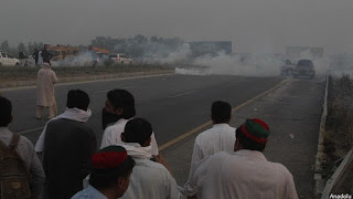 Lawan Pemerintah, Ratusan Massa Syiah Pakistan Blokir Jalan Raya dan Rel Kereta Api di Karachi