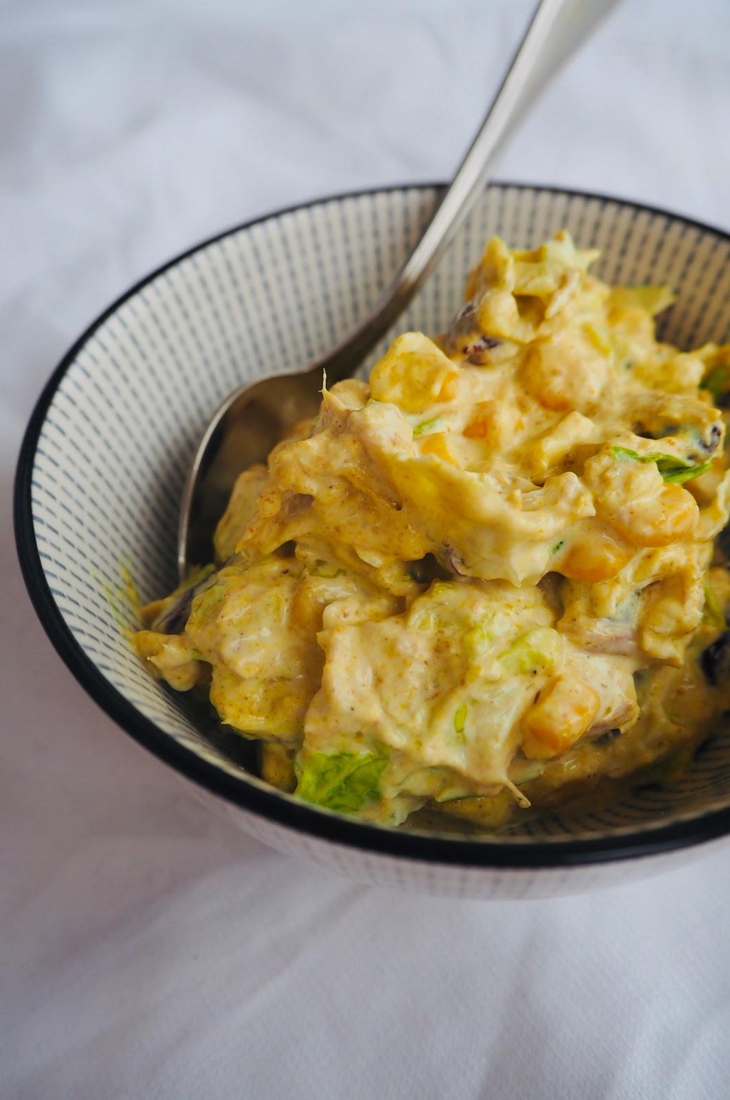 Sałatka z curry – hit na imprezę