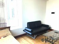 Cho thuê căn hộ studio The Manor 2 quận Bình Thạnh | ghế sofa cạnh giường ngủ