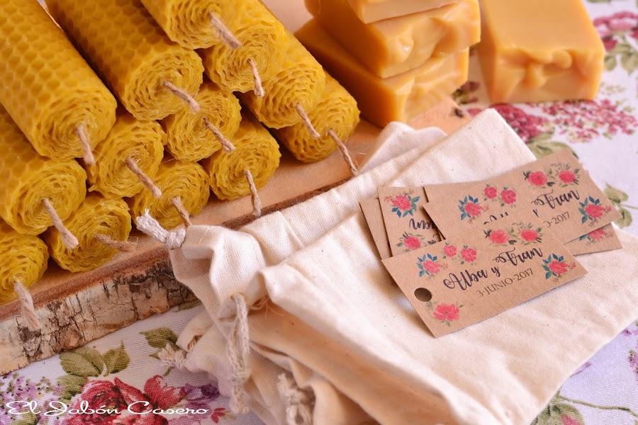 Detalles artesanales para bodas velas y jabones de miel