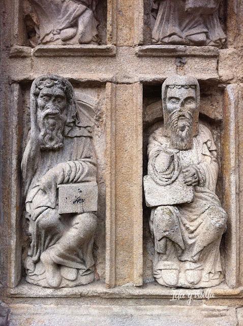 Plaza Quintana apostolado piedra en Puerta Santa