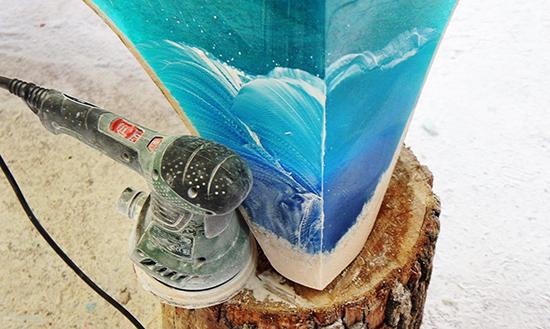 gambar meja unik menyerupai lautan dengan bahan epoxy