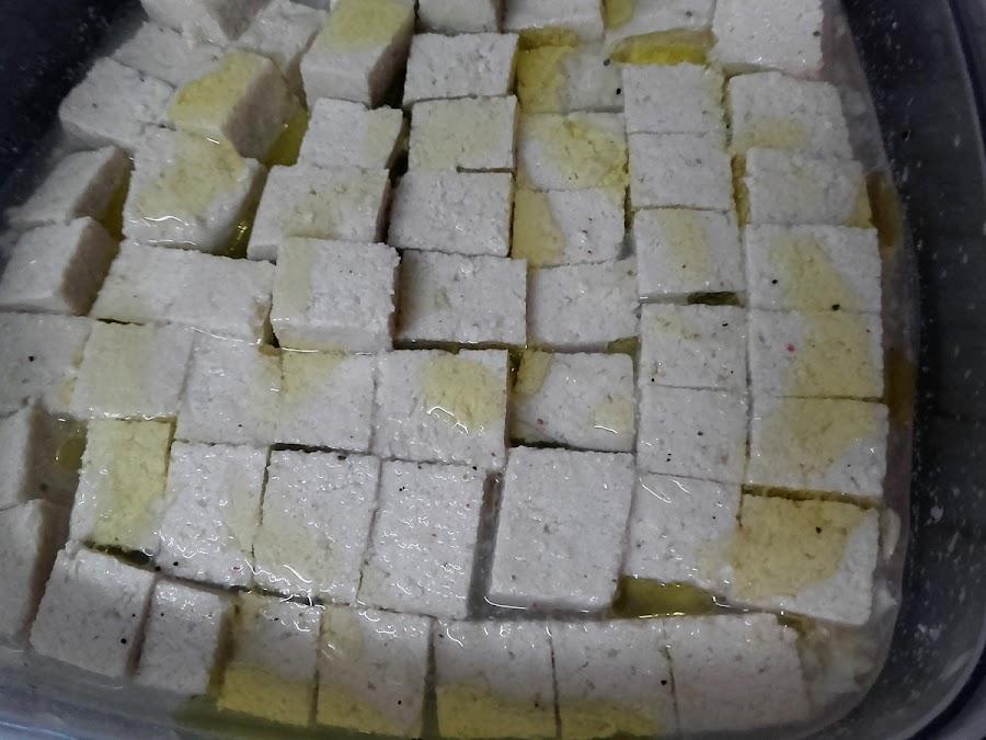Tofu marinando