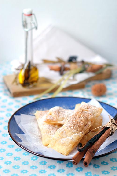 mpourekakia - greckie ciastka z nadzieniem ryżowym