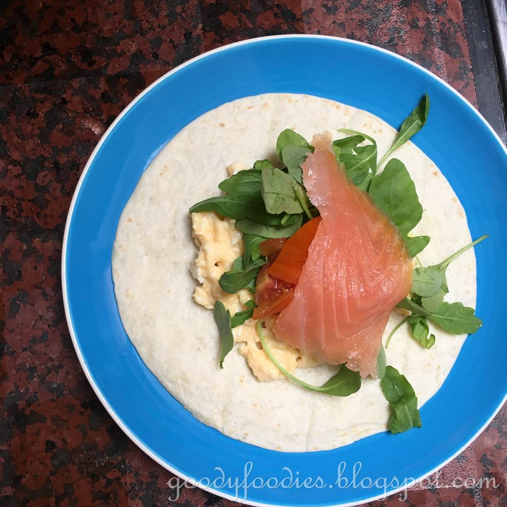 GoodyFoodies: Recipe: Scrambled Egg and Smoked Salmon Wrap