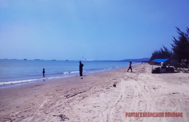 Obyek Wisata Pantai Karangjahe Rembang