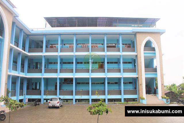 Gedung F yang merupakar Perpustakaan dan Laboratorium