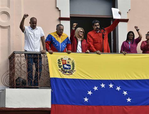 Maduro anuncia que Venezuela rompe relações diplomáticas com EUA
