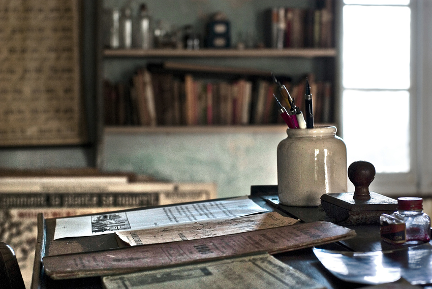 image contact les vieilles choses. Black Bedroom Furniture Sets. Home Design Ideas